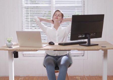 Save_up_to_50_on_Flexispot_standing_desks.jpg